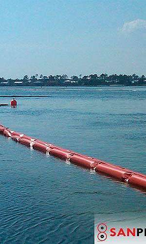 Barreira de contenção flutuante